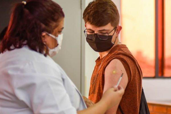 vacinação adolescentes covid